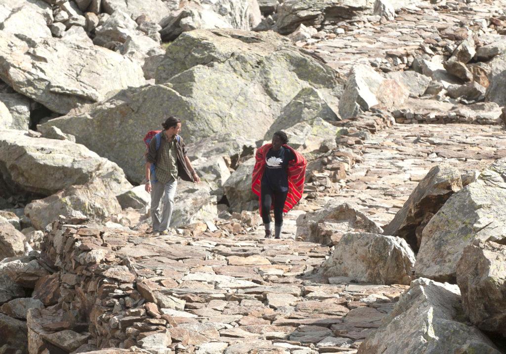 Leah Lekanayia e Sandro Bozzolo, durante le riprese del film Ilmurràn-Maasai in the Alps. Foto di Nanni Villani
