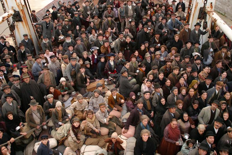 L'arrivo degli immigrati italiani in America dal film Nuovomondo (2006)