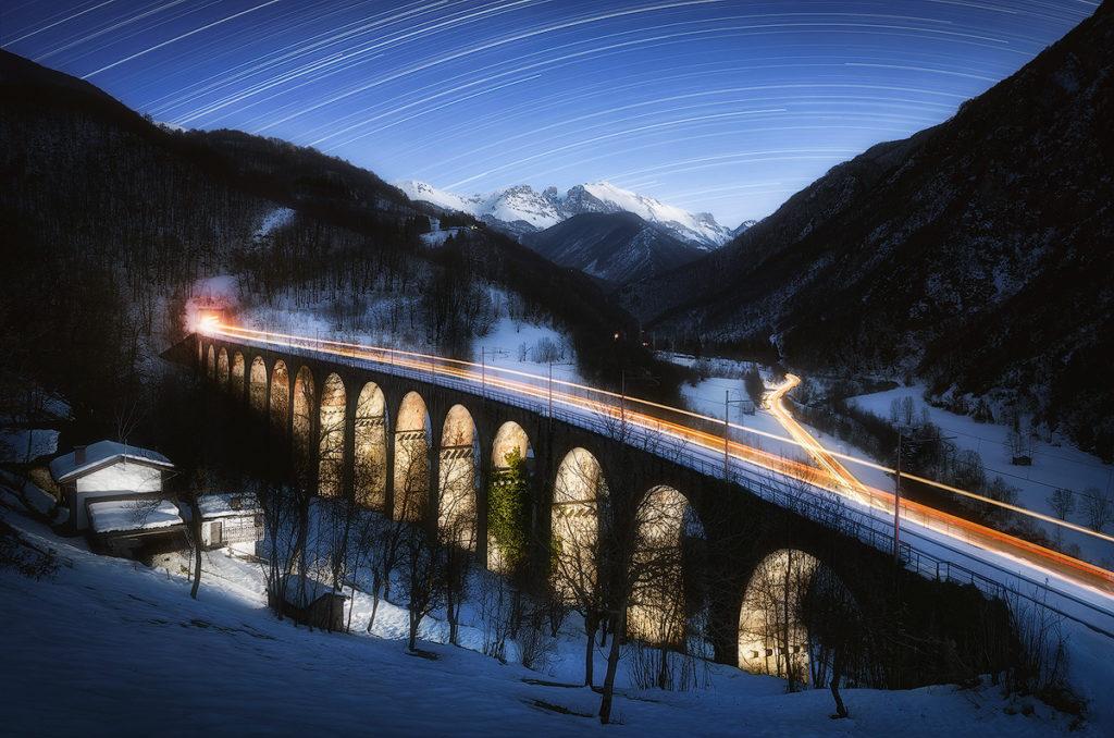 """Ferrovia Cuneo-Ventimiglia, Ponte Rivoira, Vernante, Valle Vermenagna. Uno degli scatti del progetto """"Scie Luminose"""" durato circa 1 anno e dedicato a questa tratta ferroviaria. Nikon D7000 + Nikkor 10-24"""