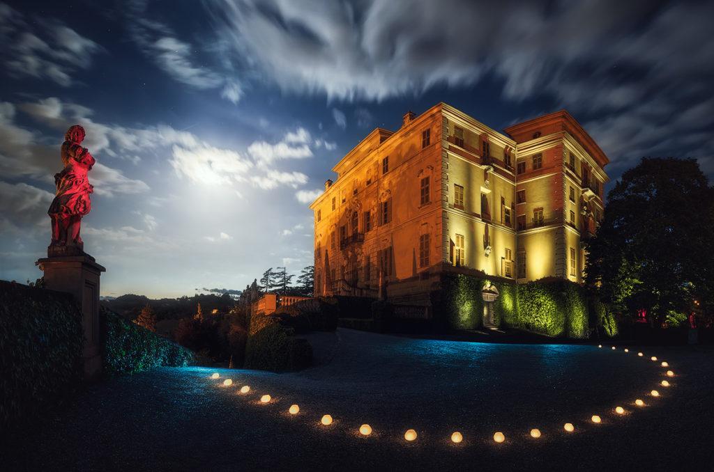 Castelli per Club UNESCO Alba, Canelli. Una delle panoramiche notturne di 180° di cui è composto il progetto e caratterizzato soprattutto dalla presenza della luna. Nikon D7000 + Nikkor 10-24