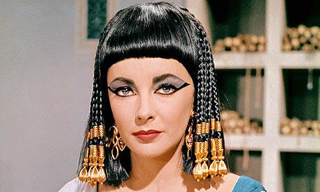Elizabeth Taylor nei panni di Cleopatra nell'omonimo film del 1963