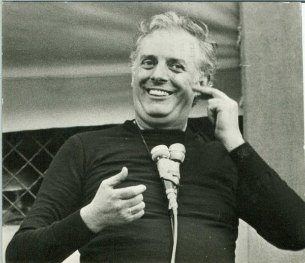 Dario Fo in Mistero Buffo Fonte: www.libreriariminese.it