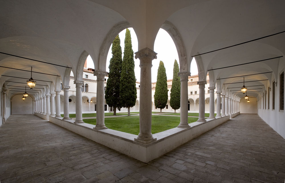 Il Chiostro dei Cipressi di Andrea Buora - fonte: www.cini.it