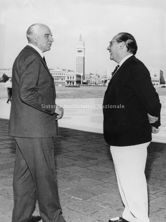 Il conte Vittorio Cini assieme al regista Roberto Rossellini, presso l'Isola di San Giorgio Maggiore, a Venezia - fonte: www.imprese.san.beniculturali.it
