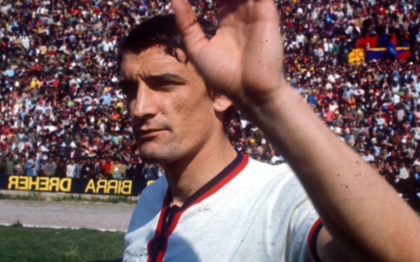 Gigi Riva con la maglia del Cagliari in una foto d'archivio. ANSA